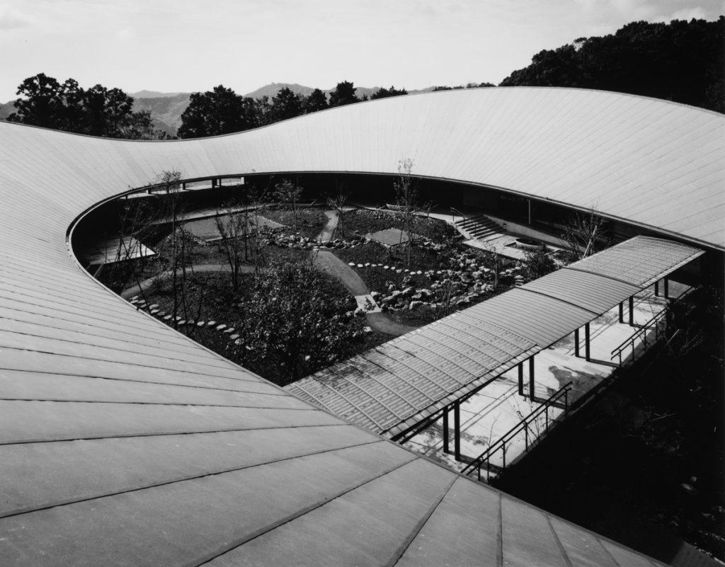 《牧野富太郎記念館》 1999年/設計 内藤 廣 ©高知県,石元泰博フォトセンター